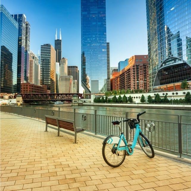 Bike Tour of Chicago Lakefront Neighborhoods | Marriott Bonvoy Activities